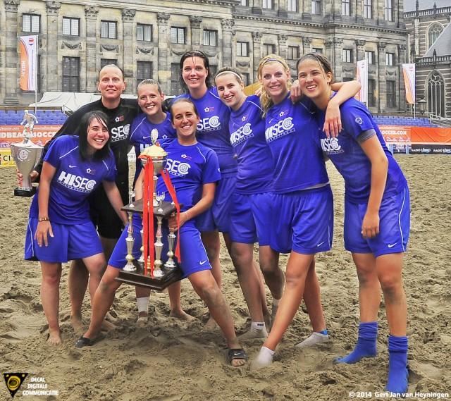 Nederlands Kampioen Beach Soccer 2011 voor de kanjers van RCL voor het Koninklijk Paleis op de Dam te Amsterdam.