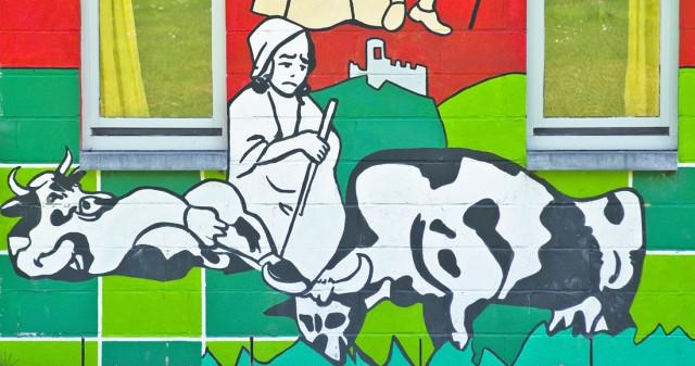 Een trieste Anne-Josèphe tussen het vee in Marcourt.
