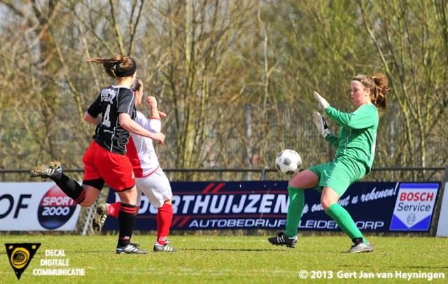 Drita Celaj van RCL gaat de 2-0 scoren tegen SteDoCo.