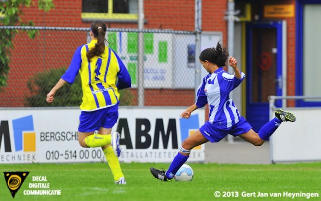 De eerste mogelijkheid voor Sabrina Pocorni van SVS om tegen Berkel de score te openen.