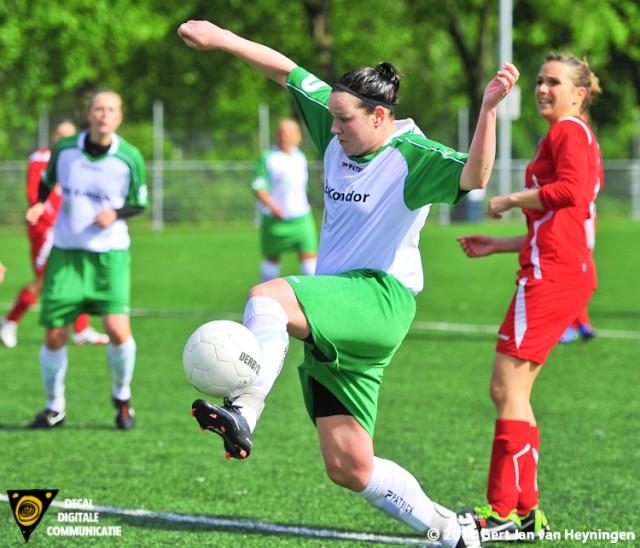 Opnieuw Nicole Zijderveld die voor ARC de 4-1gaat scoren tegen Faja Lobi KDS.