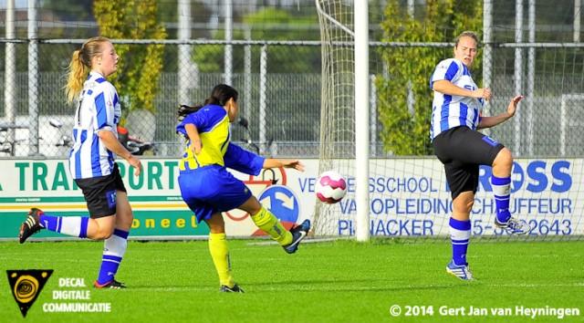 Ramona Basilaris van Berkel passeerde Nouk Wiersum om vervolgens uit te halen. Het leer verdwijnt in de kruising en 3-1 voor Berkel tegen IJzendijke.