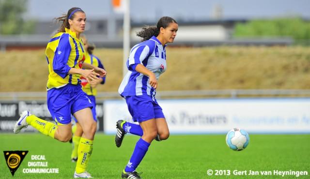Berkel - SVS de wedstrijd van de uitgespeelde mogelijkheden voor Sabrina Pocorni van SVS die echter niet het net weet te vinden.