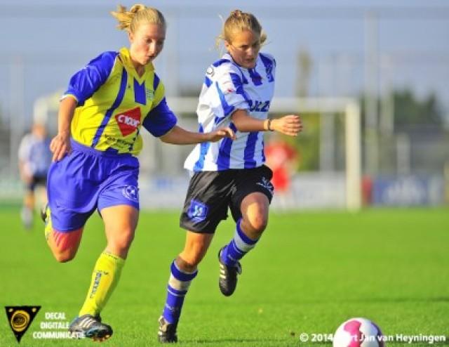 Daphne Godee van Berkel op weg naar de 4-2 in de wedstrijd tegen IJzendijke.