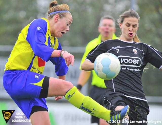 Verbeten maar sportieve strijd tussen Nadia Roukes van Berkel en Berni van der Lecq van Jodan Boys.