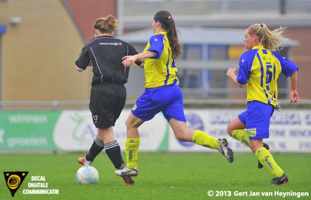 Ingrid Brokke van Jodan Boys krijgt de mogelijkheid om Jodan Boys op voorsprong te brengen in het duel tegen Berkel. Annemiek van der Voort van Berkel brengt redding voor het geel-blauwe team.