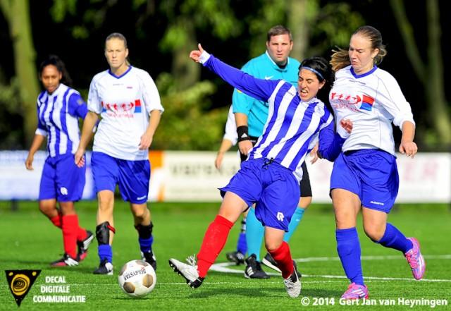 SVS tegen sc Botlek met Marcela Cabrera  aan de bal voor SVS