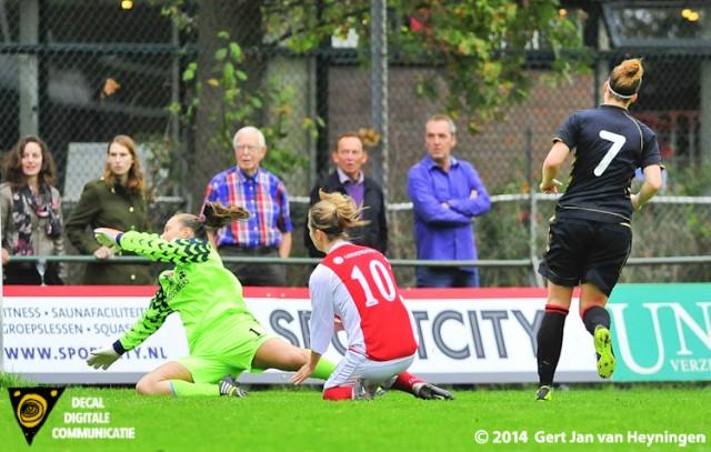 Alex Baarda van Wartburgia brengt de stand tegen RCL weer in balans.