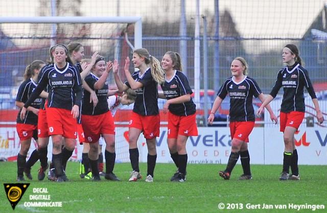 Jannah Muller scoorde in de bijkomende tijd de 2-1 in het voordeel van SteDoCo.