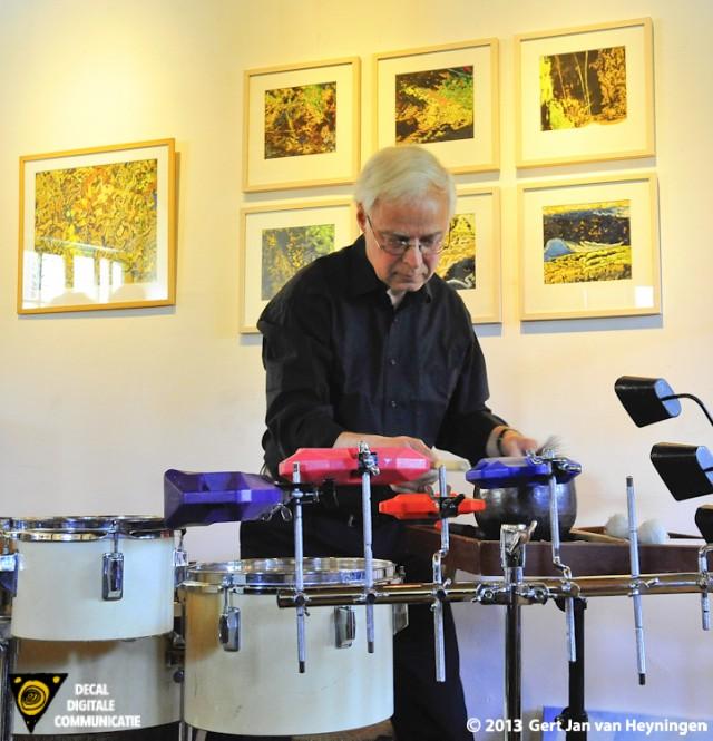 Op inspirerende wijze opende musicus en percussionist Arthur Cune de voorjaarstentoonstelling 2013 bij Galerie Kolff te Zoeterwoude Dorp.