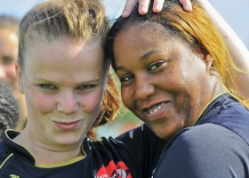 Gaby Verberg en Latoya Mitchell van Wartburgia