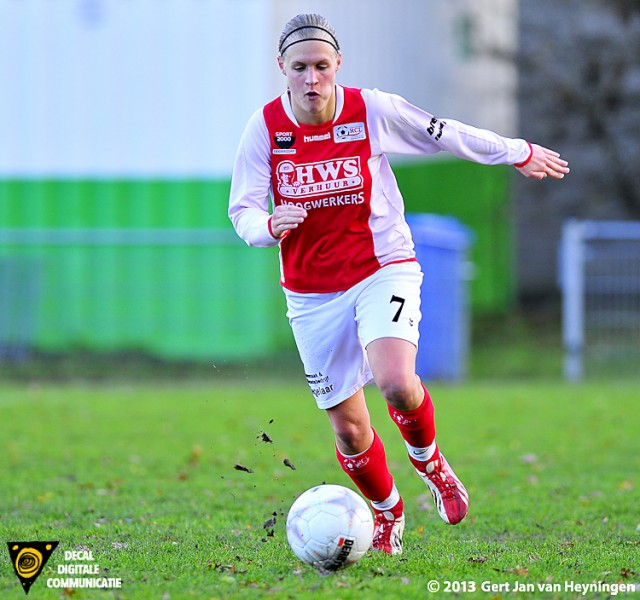 De sterk spelende Kirsten Kok van RCL die met een prachtige crosspass aan de basis stond van het tweede doelpunt van RCL.