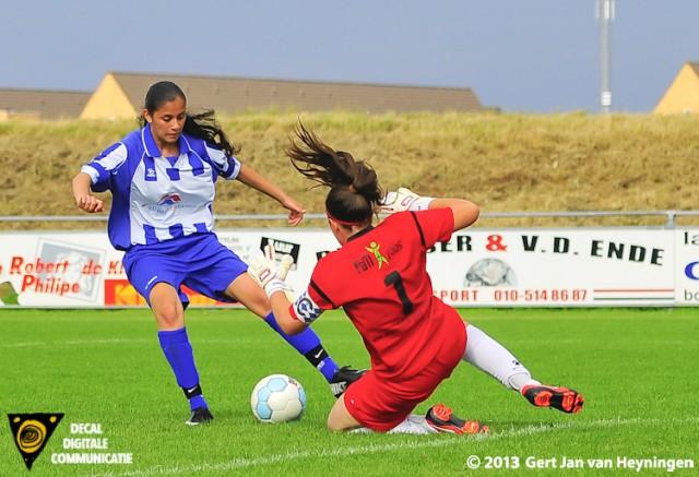 Na de vele mogelijkheden is het in de 64e minuut Felicia Farhad Sedighi die doelvrouwe Jennifer Gittling omspeelt en SVS op een 1-0 voorsprong brengt.