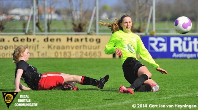 Ester Weerdenburg van VVIJ met 1-6 op haar pantoffel tegen SteDoCo in Hoornaar.