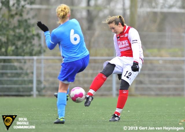 Een fraaie actie van Ramona van der Harst van RCL die met een loepzuivere volley de 3-0 scoorde. Het feest ging echter niet door vanwege vermeend hands volgens leidsman Frank Groenen.
