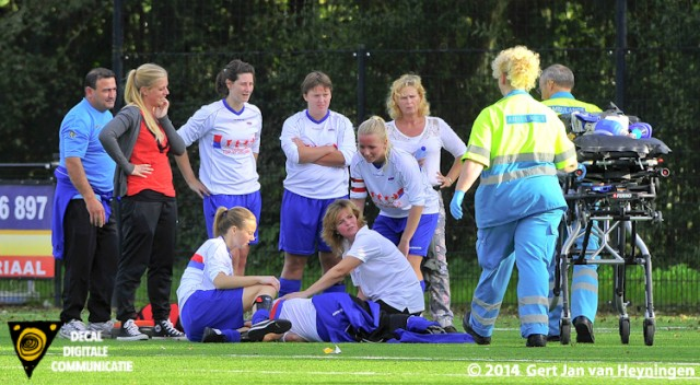 Amy van Luik van Botlek kwam in botsing met doelvrouwe Daphne Prins van SVS.