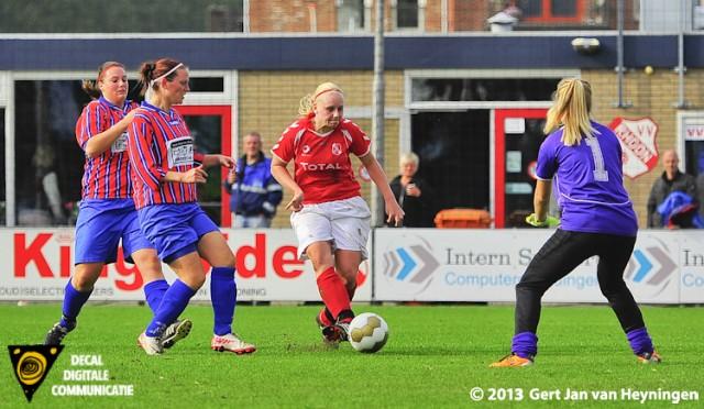 Ashley van Elswijk opende de score voor Rhoon in het KNVB bekerduel tegen Alkmania.