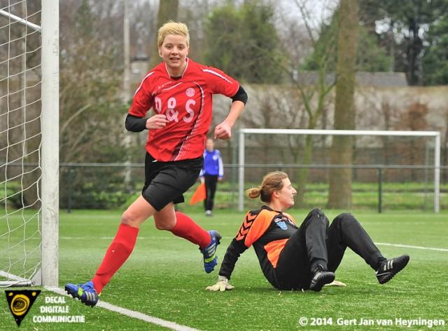 Als een duiveltje uit het niets maar daar is die dekselse Mirjam Antes van RVVH die de 2-0 scoorde.