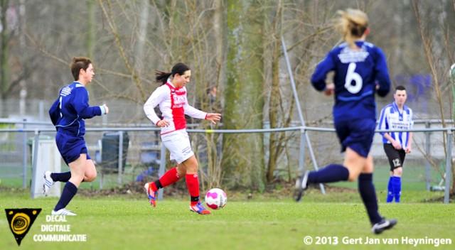 Samanta Stojanovic van RCL op weg naar de 3-0 in het Topklasse Vrouwen duel tegen DTS Ede.