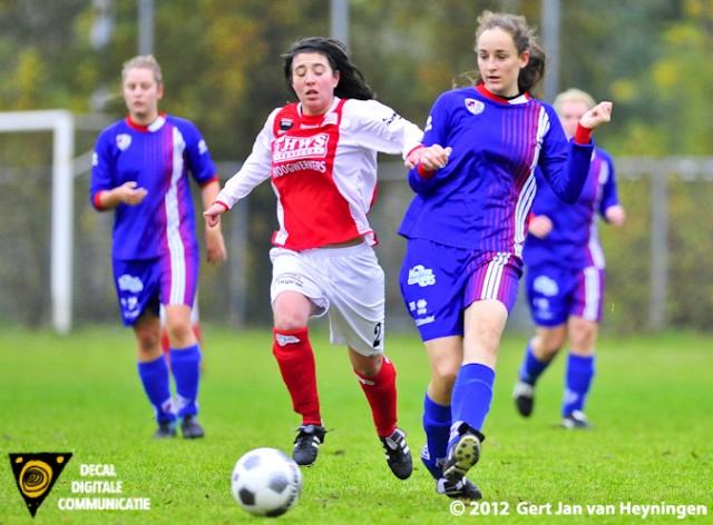 Marcela Cabrera van RCL in duel met Jessica van Geemen van Buitenveldert