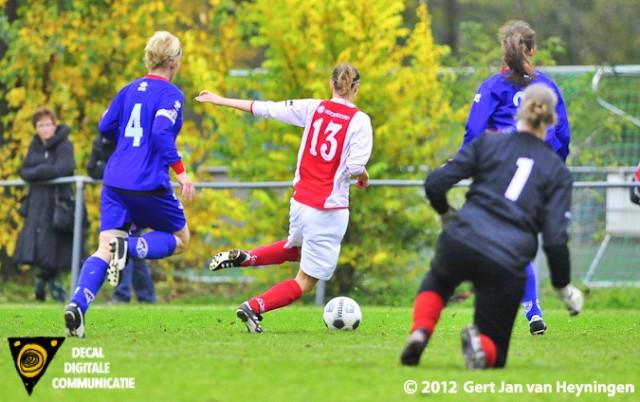 Romy Siera van RCL werd prima aangespeeld door Ramona van der Harst en omspeelde doelvrouwe Linda Hus.