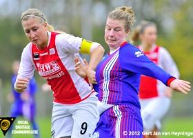 Marcha Duijkers van RCL in fel duel met Lieselotte Wels van Buitenveldert.
