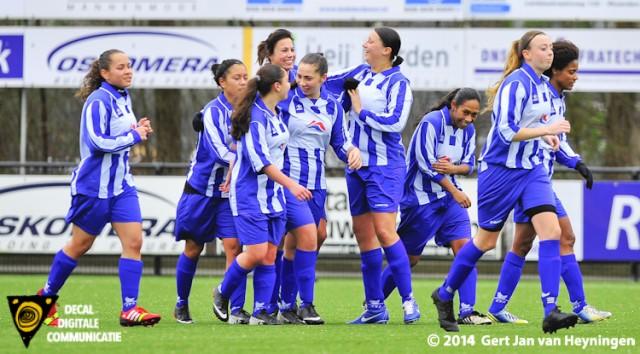 Een wereldgoal scoorde Debbie Wetzel van SVS in het duele in Gouda tegen Jodan Boys.