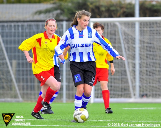 Carmen Foks van IJzendijke met aanvallende plannen die op de voet wordt gevolgd door Wieteke Moerdijk van Zevenhoven.