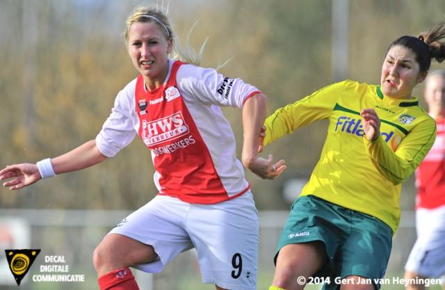 Marcha Duijkers van RCL in duel met Shirley Kocacinar van Fortuna Sittard.