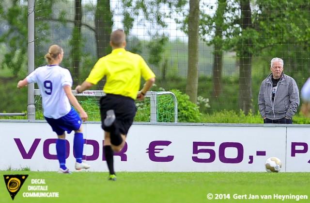 Shirley Nederpel scoort voor Zwervers de gelijkmakende treffer al vroeg in de tweede helft. Het kampioenschap voor Zwervers is binnen.