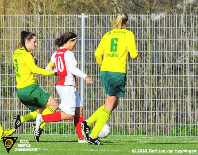 Samira Benchamach van RCL nam de eerste treffer voor haar rekening in het duel tegen Fortuna Sittard.