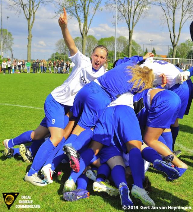 Goaltjesdief Shirley Nederpel die met haar doelpunt het kampioenschap Voor Zwervers binnensleepte.