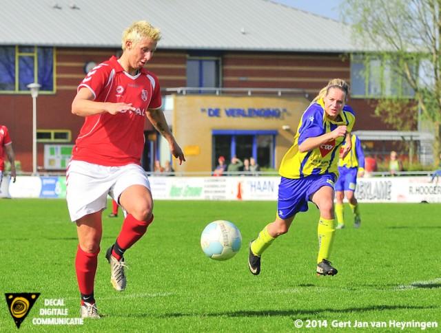 Petra Dugardein op weg naar haar doelpunt in het duel tegen Berkel in Lansingerland.