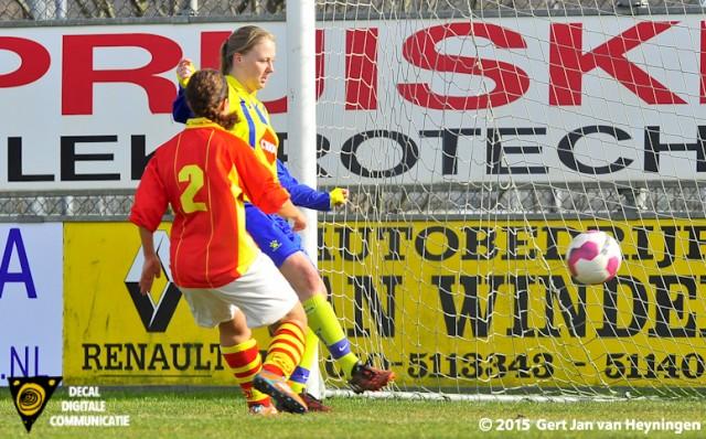 Melanie den Dulk scoort voor Berkel het enige doelpunt van de wedstrijd tegen Sporting '70.