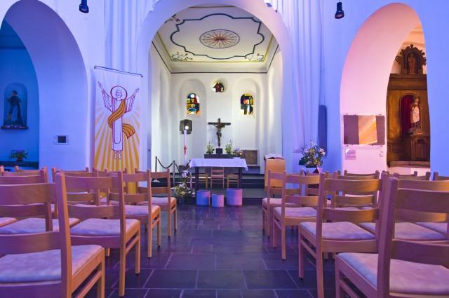 Interieur van de St Etienne kerk in Waha